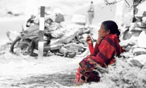 Zdjecie NEPAL / Kaski / POKHARA / Zanurzenie w myślach