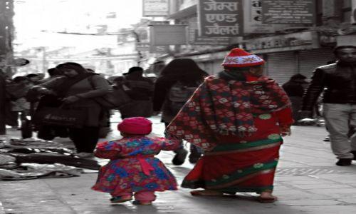 Zdjęcie NEPAL / Kathmandu Valley / Katmandu / Mama i córka