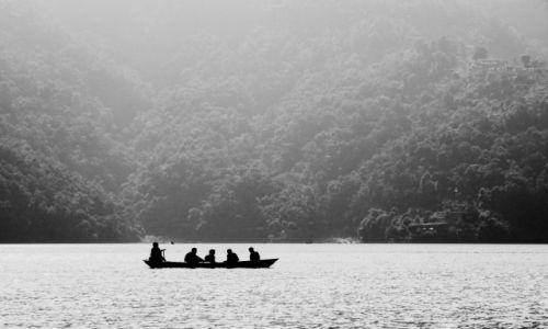 NEPAL / Kaski / POKHARA / Jezioro Phewa