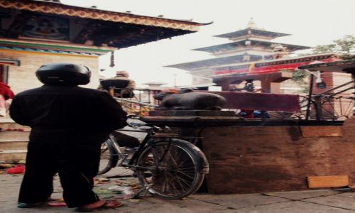 Zdjęcie NEPAL / Kathmandu Valley / Katmandu / Stig ... wersja czarna,  nepalska