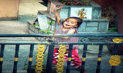 Zdjecie NEPAL / Kaski / POKHARA / Zabawa jest najważniejsza :)