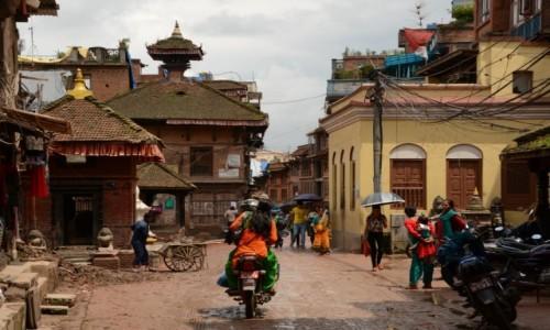 NEPAL / Dolina Kathmandu / Bhaktapur / Tę ulicę tak zapamiętałam sprzed trzęsienia