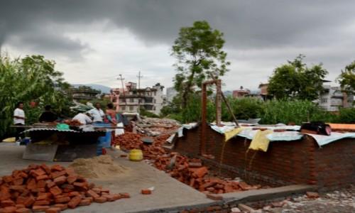NEPAL / Dolina Kathmandu / Kathmandu / Budujemy nowy dom