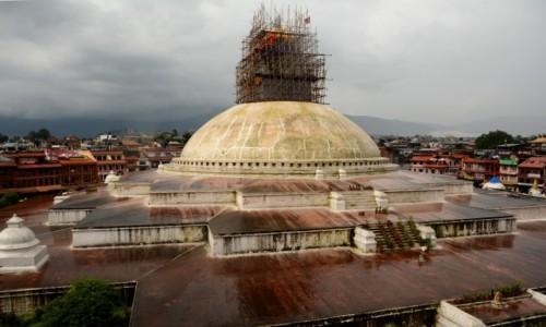 NEPAL / Dolina Kathmandu / Kathmandu, Bodnath (nep. Bauddhanāth) / Obdudowa powoli, ale trwa:)