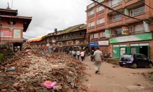 Zdjecie NEPAL / Dolina Kathmandu / Bhaktapur / �ycie z ruinami
