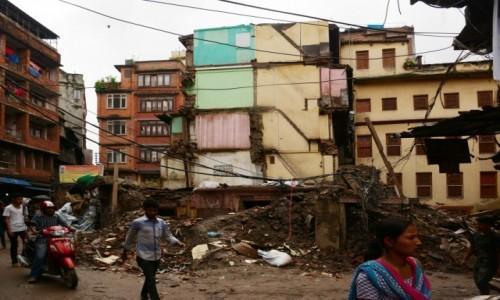 Zdjecie NEPAL / Dolina Kathmandu / Kathmandu / życie z ruinami w tle :(
