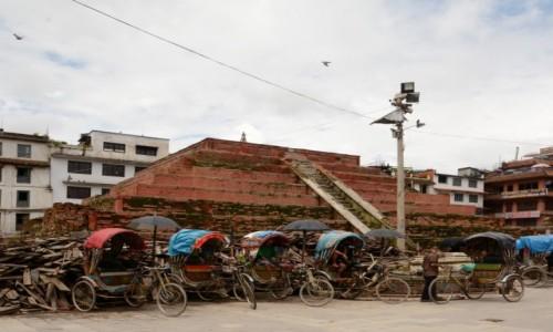 NEPAL / Dolina Kathmandu / Bhaktapur / w oczekiwaniu na turystów