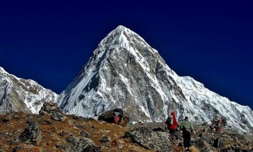 NEPAL / Sagarmatha Himal (Mt. Everest) / poni�ej Gorak Shep / Pumo Ri - C�rka Everestu