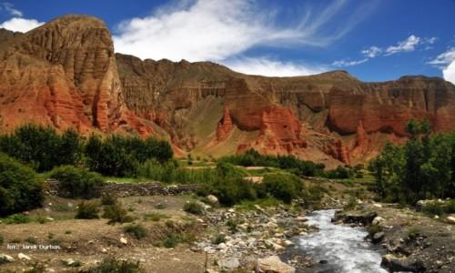 NEPAL / Mustang / Dhakmar / Czerwone klify