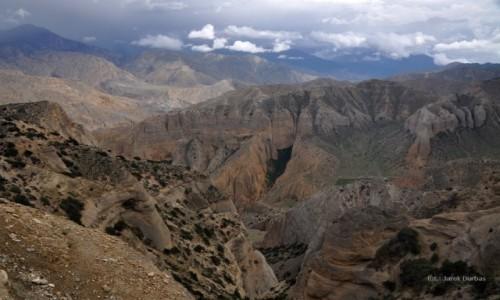 NEPAL / Mustang / okolice Syangboche / kaniony Mustangu