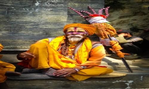 Zdjęcie NEPAL / Katmandu / Kathmandu / święty mąż z... widłami :)