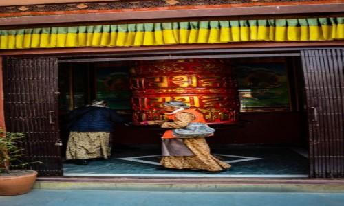 Zdjęcie NEPAL / Katmandu / Kathmandu / wielki młynek