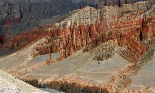 NEPAL / Mustang / Dhakmar / Czerwone skały