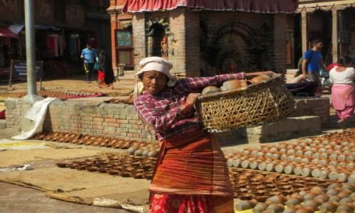 Zdjęcie NEPAL / Katmandu / Bhaktapur / Garncarka