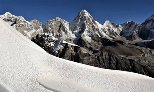 NEPAL / Himalaje, rejon Khumbu Glacier / Lobuche East 6119 m. / Główna Grań Himalajów