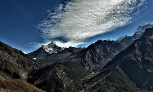 Zdjęcie NEPAL / Himalaje (Solukhumbu) / Osada Mongla  / Ama Dablam w welonie
