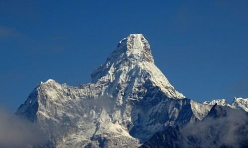 NEPAL / Himalaje - Sagarmatha National Park / godzinę drogi powyżej Namche Bazar / Ama Dablam - najpiękniejsza w Himalajach