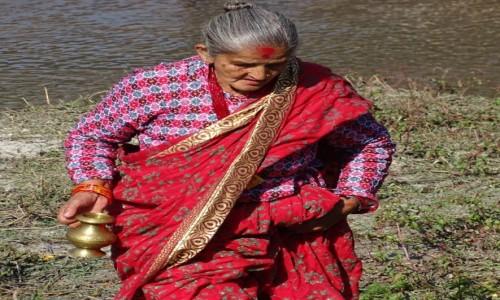 Zdjecie NEPAL / Dolina Katmandu / Paśupatinath - nad rzeką Bagmati / Po świętą wodę