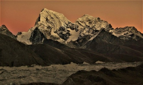 Zdjecie NEPAL / Himalaje, rejon  Ngozumpa Glacier  / Gokyo Ri / Lodowe olbrzymy na haju