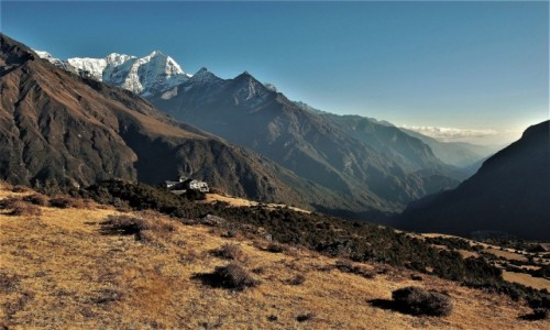 Zdjęcie NEPAL / Himalaje / Namche Bazaar / Ponad dolinami