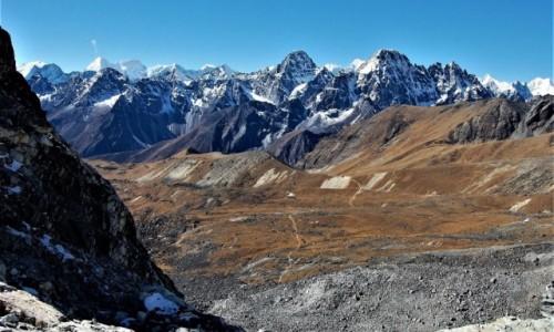 Zdjęcie NEPAL / Himalaje, rejon  Ngozumpa Glacier  / Przełęcz Cho La (5420 m) / Himalaje nieznane (mi)