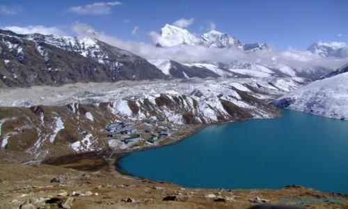 Zdjecie NEPAL / Solukhumbu / Gokyo / Gokyo, widok na Cholatse i Taboche