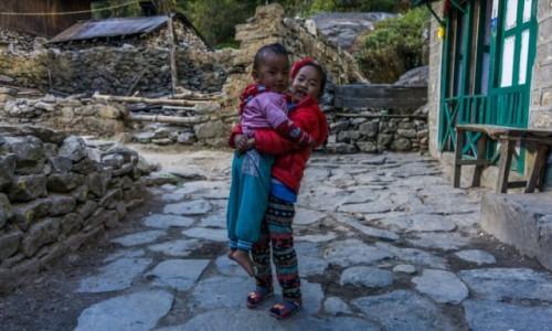 NEPAL / Khumbu / Benkar / urocze dzieci