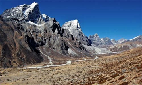 Zdjęcie NEPAL / Himalaje, rejon Ama Dablam / Chubejung Kharka / Taboche Peak i Arakam Tse - himalajskie diwy