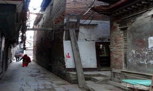 Zdjecie NEPAL / Dolina Katmandu / Katmandu / Czerwona strzał