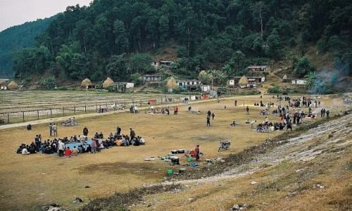 Zdjecie NEPAL / środkowy Nepal / okolice Pokhary / piknik nad jeziorem