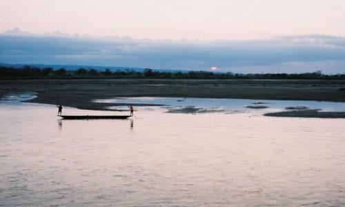 NEPAL / P.N. Chitwan / Sauraha / zachód słońca nad rzeką Rapti