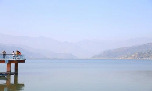 Zdjęcie NEPAL / Pokhara / Fewa Lake / Stanąć między niebem a ziemią