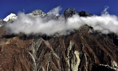 Zdjecie NEPAL / Himalaje, rejon  Gokyo Ri / okolice osady Khele / Po drugiej stronie Dudh Koshi Nadi