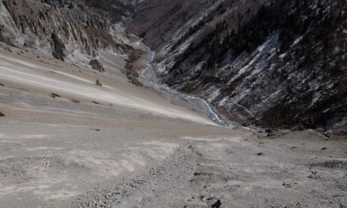 NEPAL / Manang / Landslide area - szlak do TBC / Ścieżka do Tilicho Lake - widok w dół