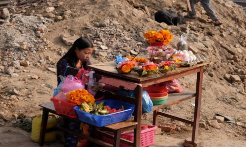 Zdjecie NEPAL / Kathmandu / Droga do Swayambu / Z tyłu był mój dom...