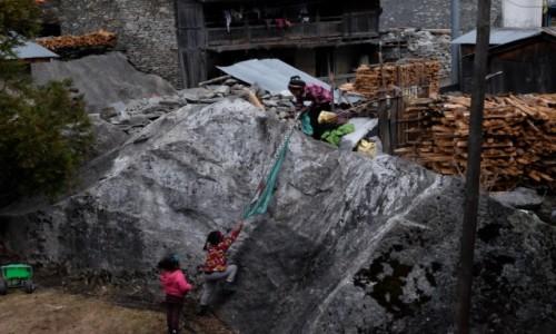 Zdjęcie NEPAL / Dharapani / Karte / Zabawa we wspinaczkę
