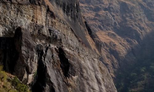 NEPAL / Annapurna Conservation Area / Tal - Dharapani / Kto prowadzi? ;-)