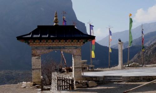 Zdjęcie NEPAL / Annapurna Conservation Area / Upper Pisang / Koło świątyni