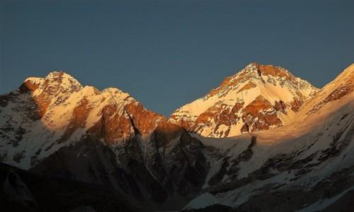 NEPAL / Himalaje Mahalangur Himal / Przełęcz Lho La o świcie. / Cień Wielkiej Góry