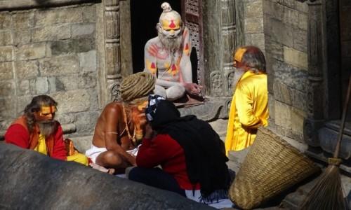 Zdjecie NEPAL / Dolina Katmandu /  Paśupatinath / Starzy znajomi
