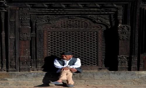 Zdjęcie NEPAL / Dolina Katmandu / Bhaktapur / zamyślenie...