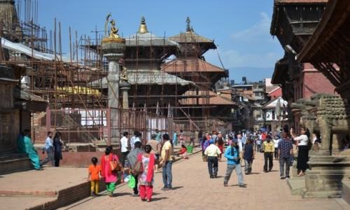 Zdjęcie NEPAL / Dolina Katmandu / Patan / w odbudowie...