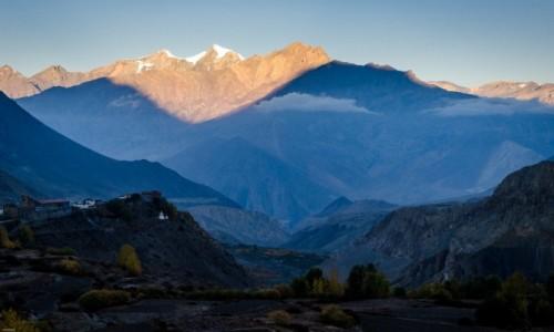Zdjecie NEPAL / Mustang / Jharkot / zapalanie szczytów...