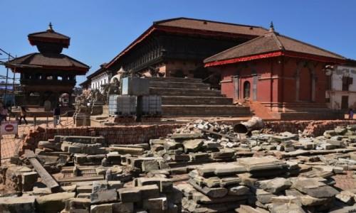 Zdjęcie NEPAL / Dolina Katmandu / Bhaktapur / restauracja trwa...