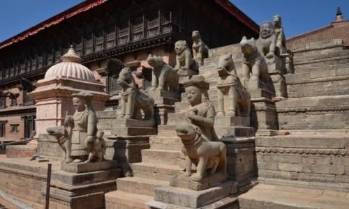 Zdjęcie NEPAL / Dolina Katmandu / Bhaktapur / posprzątane...