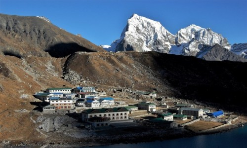 NEPAL / Himalaje, rejon  Ngozumpa Glacier  / Gokyo Ri / Osada Gokyo