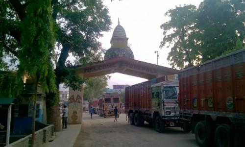 Zdjecie NEPAL / Granica indyjsko-nepalska / Belahiya / Brama do Nepalu