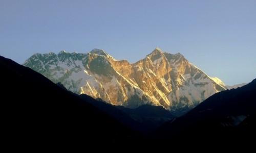 Zdjecie NEPAL / Sagarmatha / widok na M. Everest,  Nuptse, Lhotse / Słońce wschodzi nad Dachem Świata
