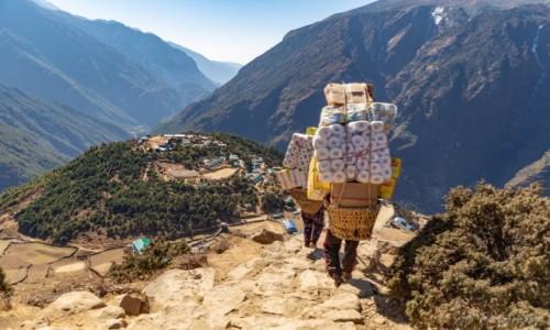 Zdjecie NEPAL / Himalaje / Namche Bazar / Transport towarów do wiosek w górach