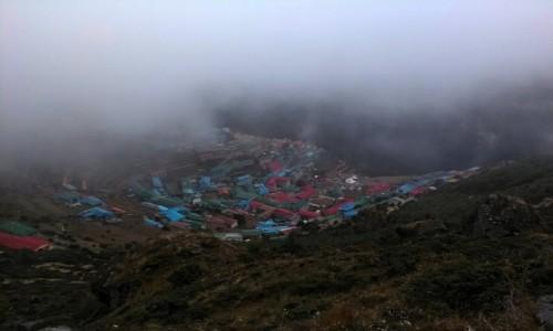 Zdjecie NEPAL / Himalaje / Namche Bazar / Mgła pochłaniająca Namche Bazar
